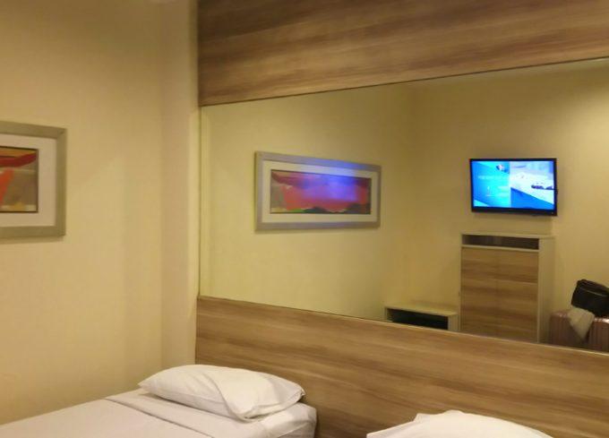 シンプルな客室「ホテル 81 ディクソン」