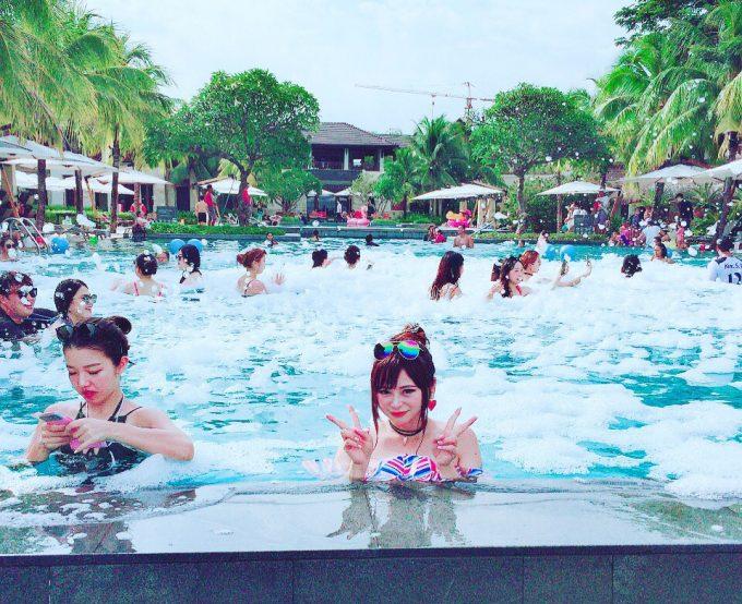 ホテルのプールで泡パ☆