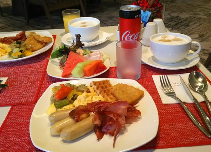 のんびり朝食を楽しみます