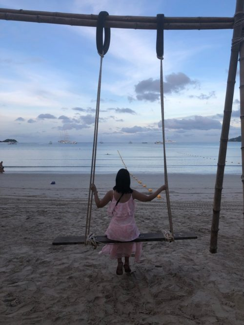 パトンビーチのブランコで撮影