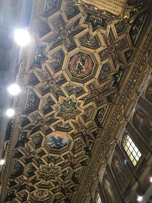 サンタ・マリア・イン・トラステヴェレ聖堂の天井