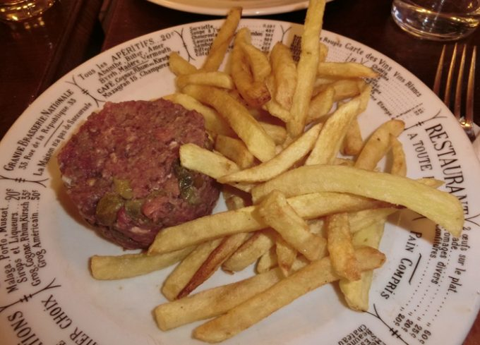 「牛肉のタルタル」パリでも生肉を食べるんです!