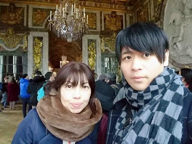 ヴェルサイユ宮殿、鏡の間に入る手前で撮った自撮り