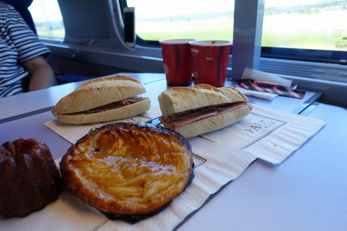 TGVにてガールドリヨン駅7で買ったポールのパン