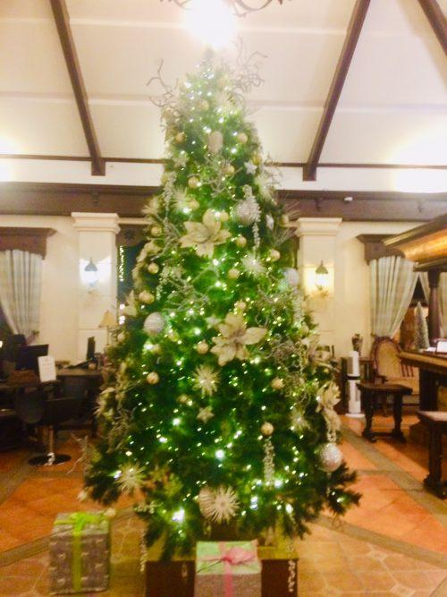 ホテル受付クリスマスツリー