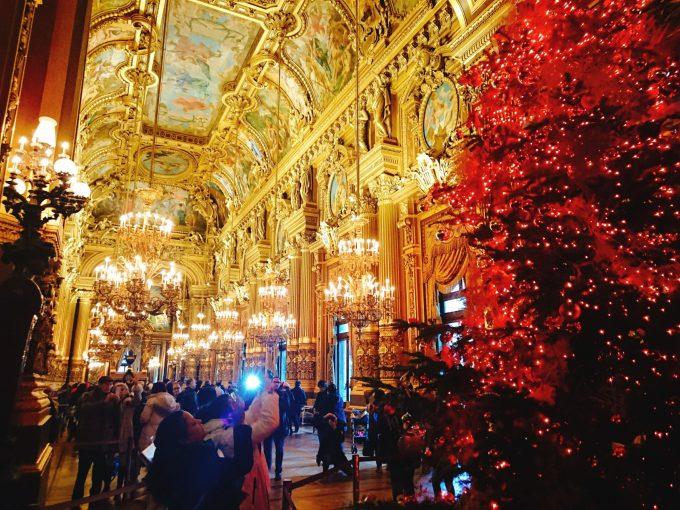 クリスマスツリーが飾られていたオペラ・ガルニエ内