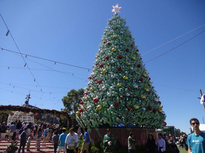 街中にあるクリスマスツリー