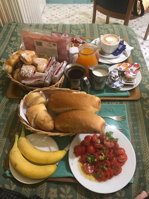 すごい量の朝食