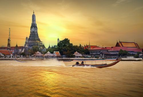 バンコク:ワットアルン(暁の寺)の夕景