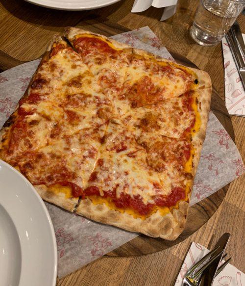 ニューヨークのピザを堪能!