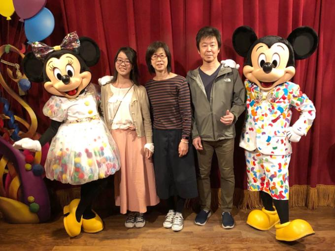 ミッキー&ミニーと家族で記念撮影!