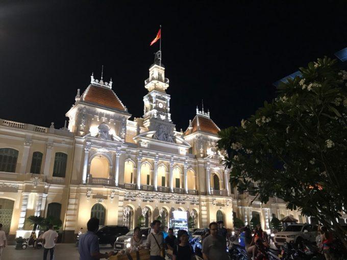 (ベトナム)ホーチミン市人民委員会庁舎、夜ライトアップ