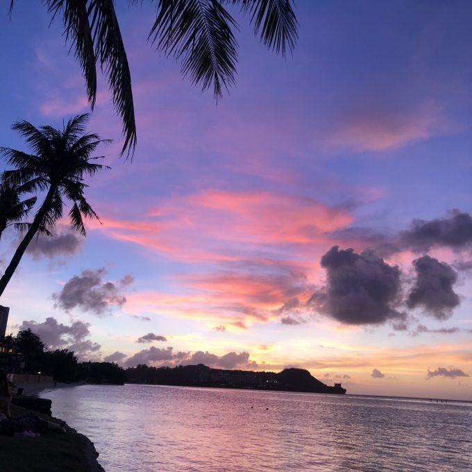 夕暮れ時の海と空