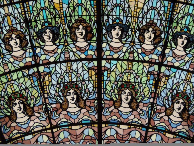 カタルーニャ音楽堂の見事なステンドグラス