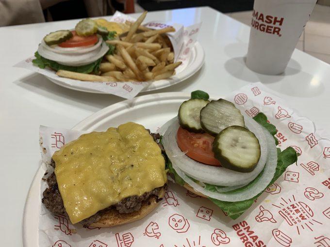 美味しかったですが値段はハンバーガー2つとシェイク1つで3000円強と高かったですsmash burger