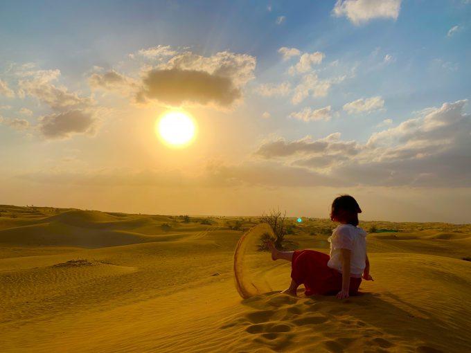 夕暮れ時の砂漠にて