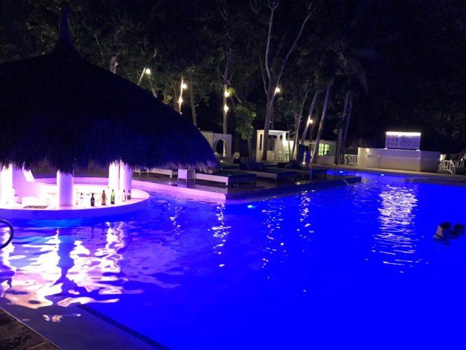 きれいなホテルのプール