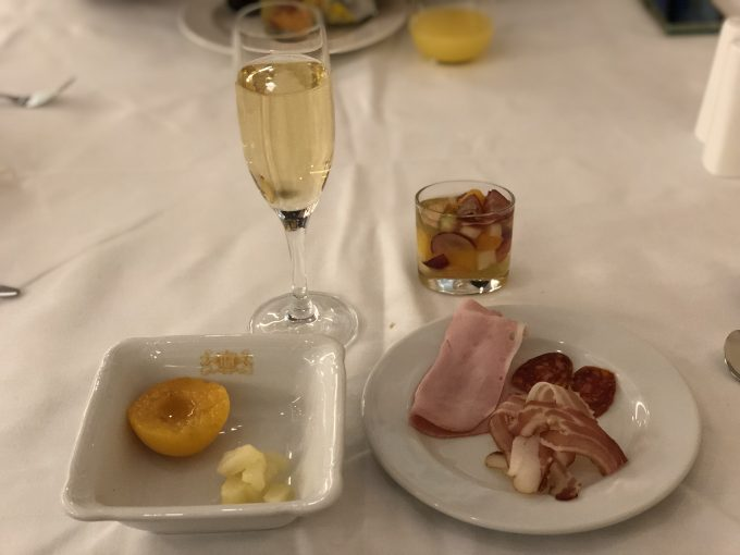 朝食に無料シャンパン&ワイン