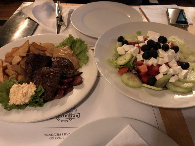 サラダもステーキもボリューム満点で味も美味かったです。