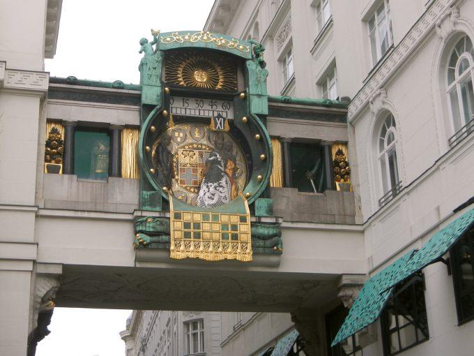 歴史深い仕掛け時計