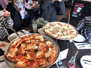 大行列の「ジュリアナズ・ピザ(Juliana's Pizza)」にて絶品ピザを堪能!