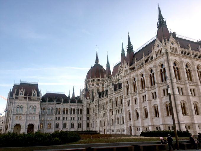 豪華な国会議事堂