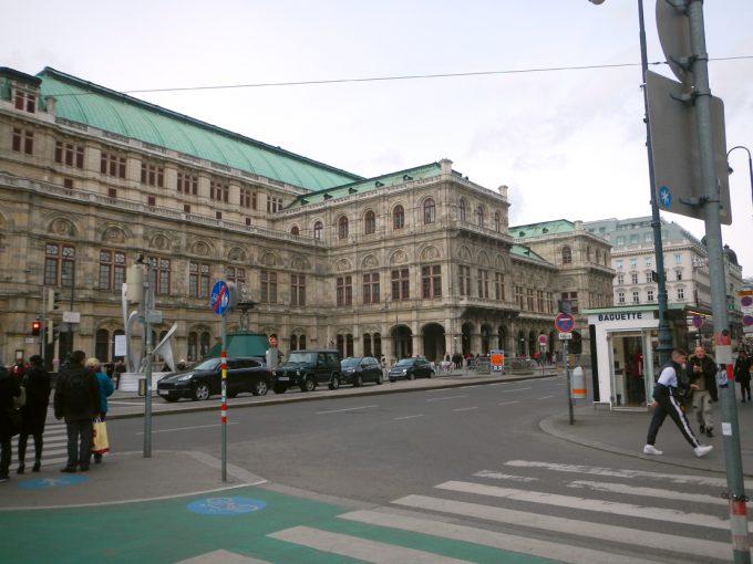 「ウィーン国立歌劇場」の外観