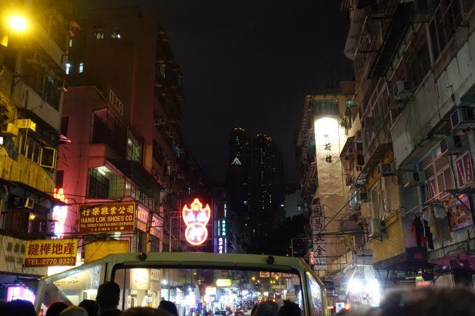 オープントップバスからの夜景