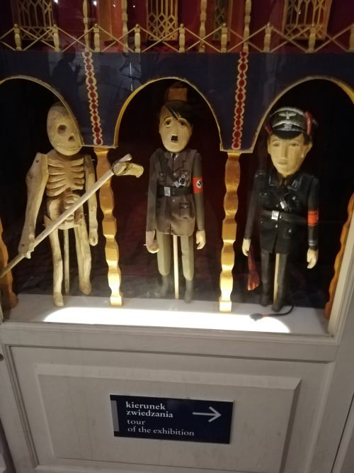 シンドラー工場内のヒトラー人形