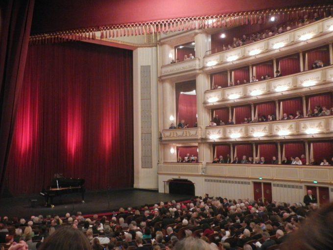 「ウィーン国立歌劇場」の内部