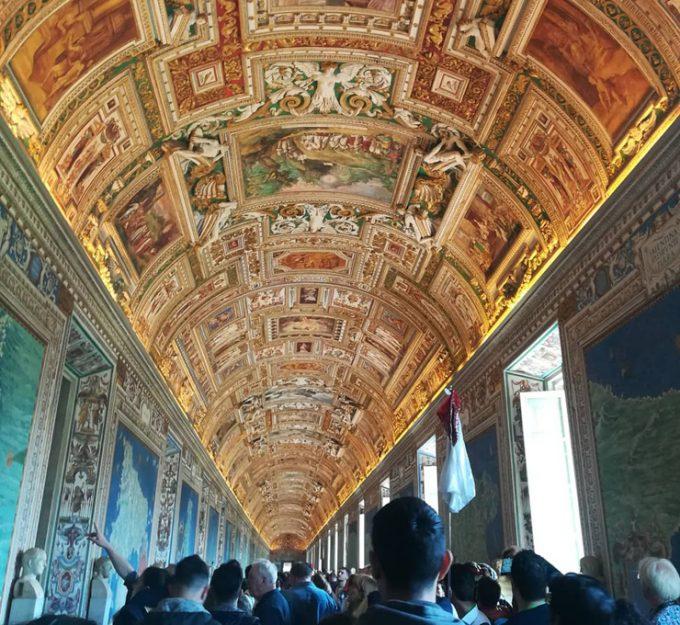 「バチカン美術館」の豪華絢爛な天井画