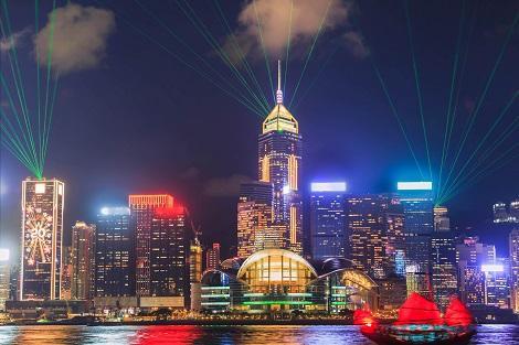 香港の夜を彩る光のショー シンフォニーオブライツ