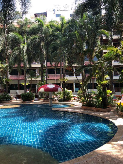 バウマンブリホテルのプール