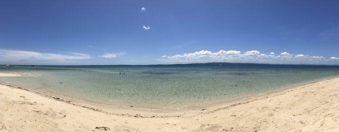 透き通った海と白い砂浜