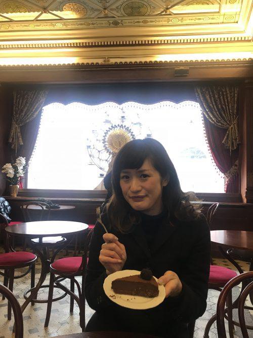 老舗マイアスモックカフェでチョコレートケーキ