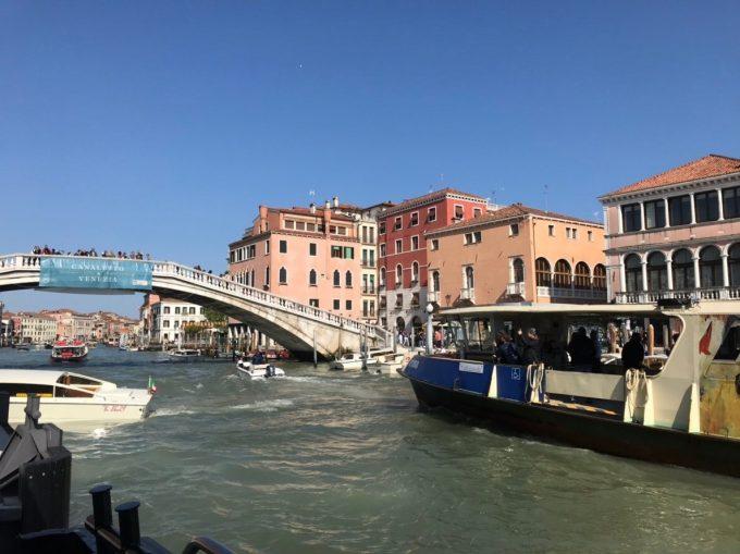 ベネチアでの乗り合い船