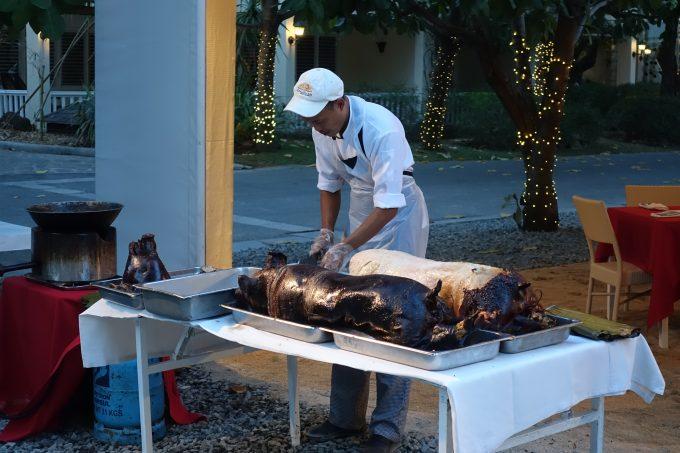 ホテルのディナーに出た豚の丸豚レチョン