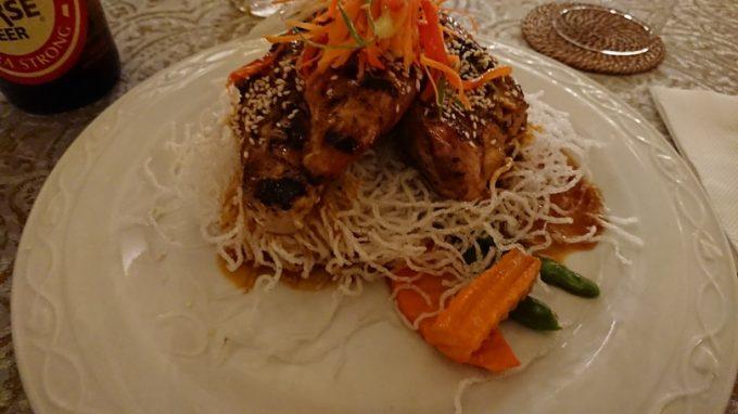 フィリピン系多国籍料理のレストランにて