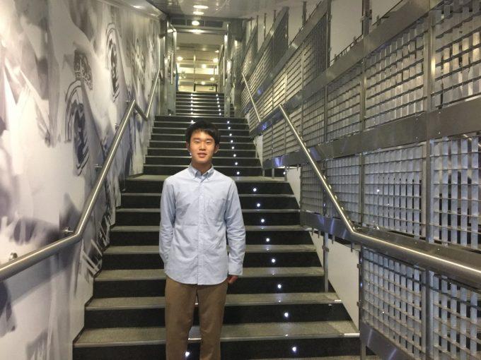 スタジアム内のピッチへの階段