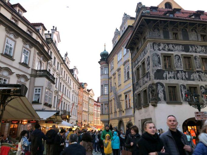 にぎわうプラハのショッピングエリア