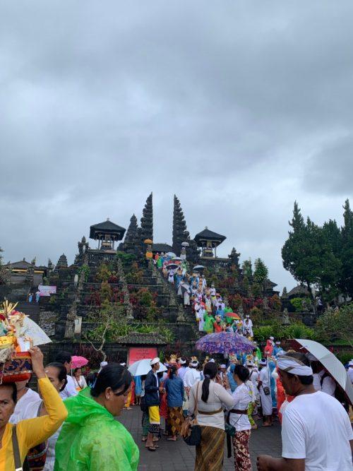 ブサキ寺院を見学