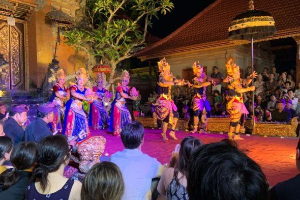 バリの伝統的なダンス