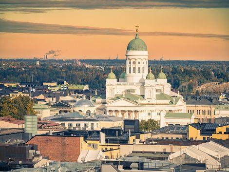 ヘルシンキ:夕暮れの大聖堂