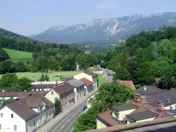 ウィーンからザルツブルグ方向へ車窓風景
