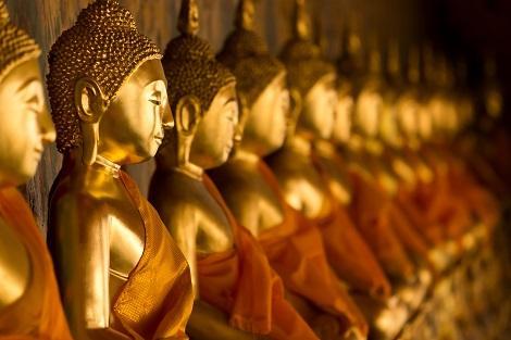 バンコク:ワット・アルンの仏像