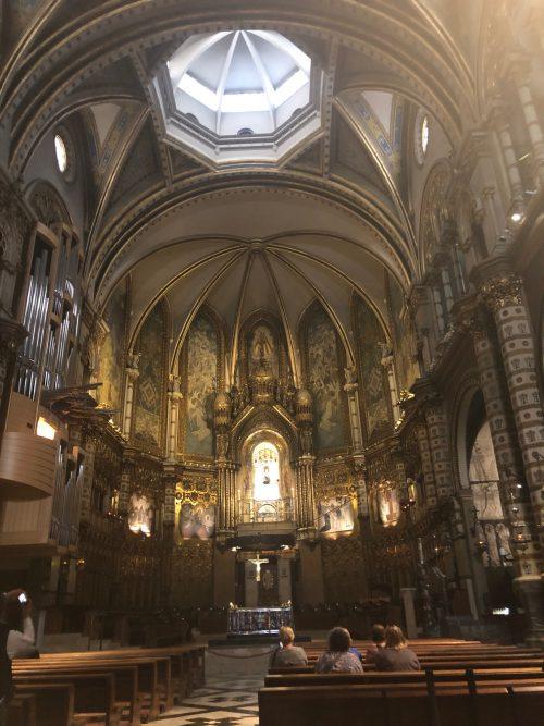 モンセラート教会内
