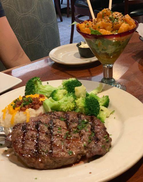 「Tony Roma's(トニーローマ)」でステーキを堪能!