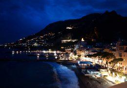 夜のアマルフィ海岸