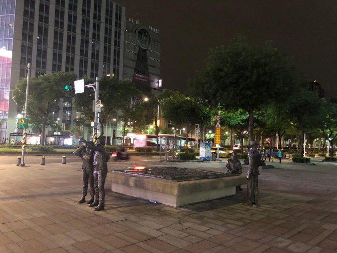 深夜の西門駅前