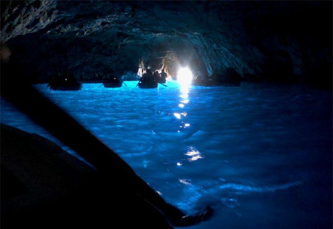 美しい「青の洞窟」
